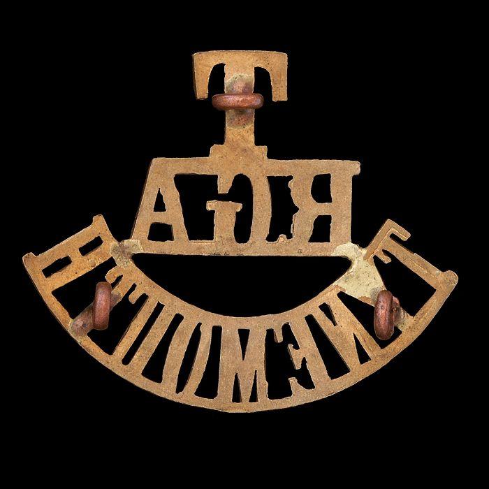 T/RGA/TYNEMOUTH brass shoulder title