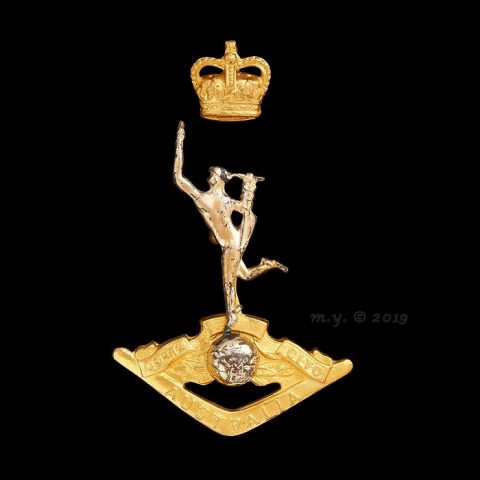 Royal Australian Corps of Signals Cap Badge QC