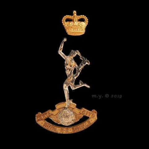 Royal New Zealand Corps of Signals Cap Badge QC