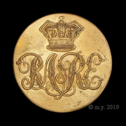 Royal Artillery & Royal Engineers Mess Waiter's Uniform Button 'R.A.& R.E.'