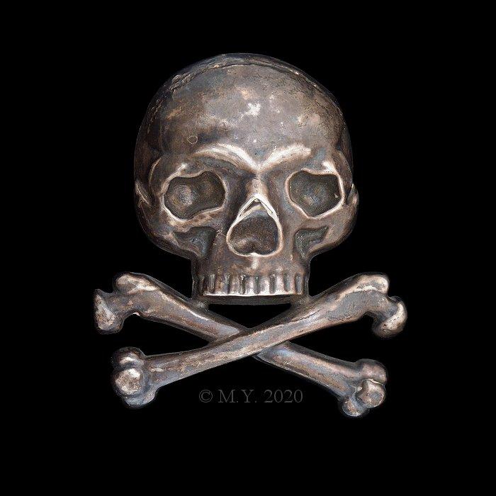 skull and crossbones, 17th Light Dragoons Officers Shako Badge